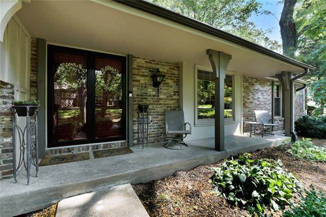 12605 Overbrook Road, Leawood, KS 66209 (#2341235) :: Tradition Home Group | Compass Realty Group