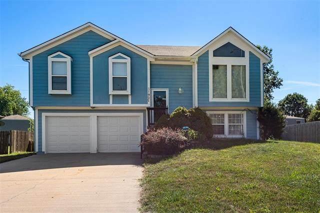 1027 N Logan Street, Olathe, KS 66061 (#2341826) :: Tradition Home Group   Compass Realty Group