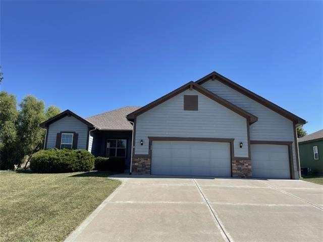 16909 Cross Creek Drive, Belton, MO 64012 (#2342352) :: Tradition Home Group   Compass Realty Group