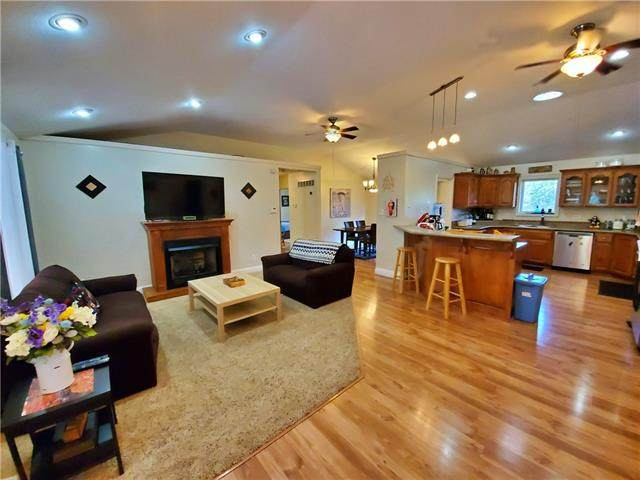 539 SE 425th Road, Warrensburg, MO 64093 (#2343363) :: Ron Henderson & Associates