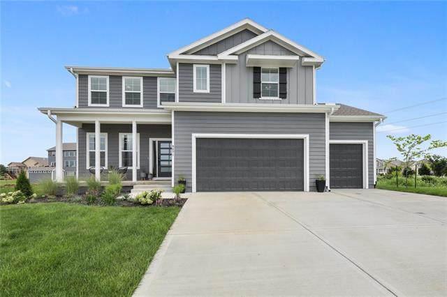 9071 Sunray Drive, Lenexa, KS 66227 (#2344646) :: Ron Henderson & Associates