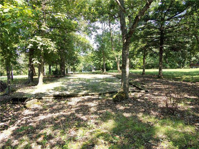 1 Plaza Point, Mound City, KS 66056 (#2344789) :: Austin Home Team