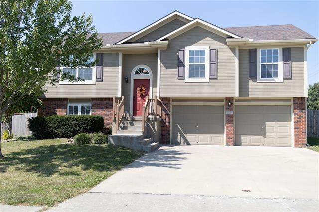 421 Golfview Drive, Pleasant Hill, MO 64080 (#2345263) :: Tradition Home Group | Compass Realty Group