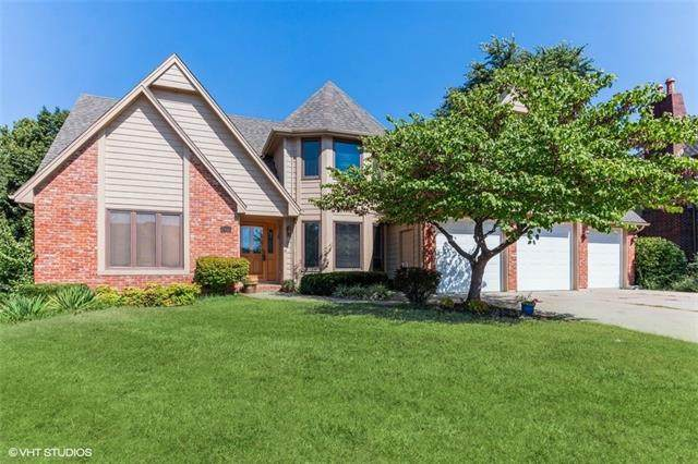 2452 NW Valley View Drive, Lee's Summit, MO 64081 (#2345765) :: Audra Heller and Associates