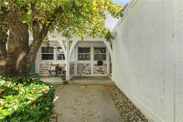 10221 Robinson Street, Overland Park, KS 66212 (#2346094) :: Eric Craig Real Estate Team