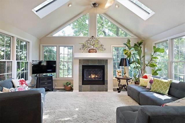 97 Janssen Place, Kansas City, MO 64109 (MLS #2347078) :: Stone & Story Real Estate Group