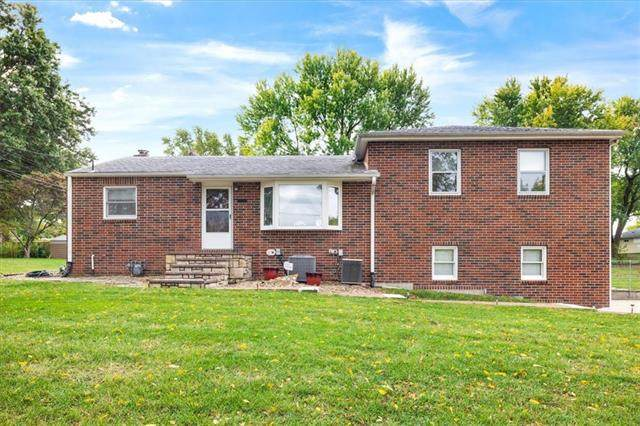 12315 W 51st Street, Shawnee, KS 66216 (#2348772) :: The Shannon Lyon Group - ReeceNichols