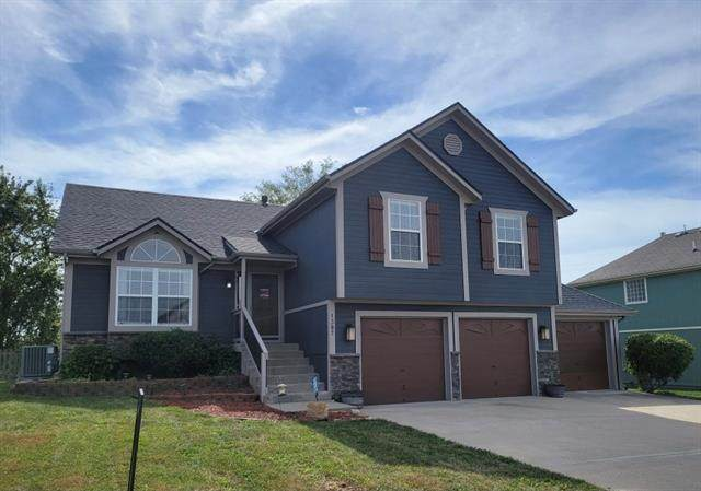 1307 Spruce Drive, Greenwood, MO 64034 (#2349210) :: The Shannon Lyon Group - ReeceNichols