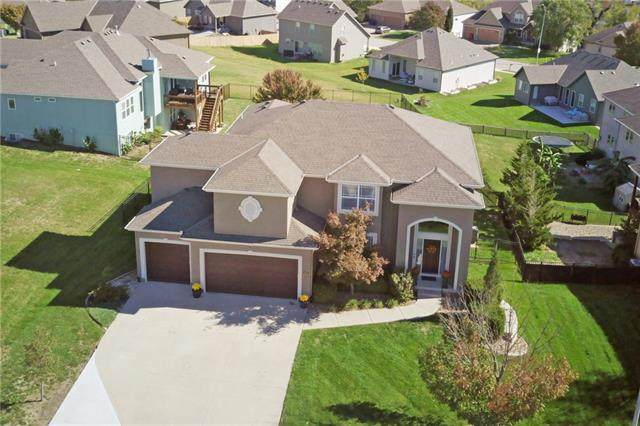 4945 S Brittany Drive, Blue Springs, MO 64015 (#2350216) :: Five-Star Homes