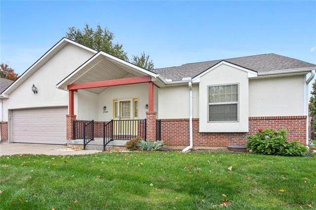 2509 SW Richwood Circle, Blue Springs, MO 64015 (#2350650) :: Team Real Estate