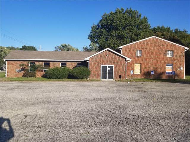 8607 Longview Road, Kansas City, MO 64134 (#2350734) :: SEEK Real Estate
