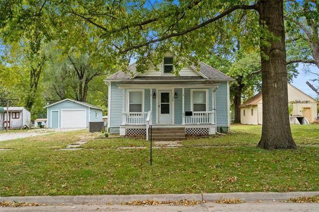 724 N Sycamore Street, Ottawa, KS 66067 (#2351074) :: Five-Star Homes