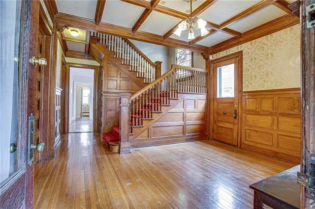 622 E 36th Street, Kansas City, MO 64109 (#2351145) :: Dani Beyer Real Estate
