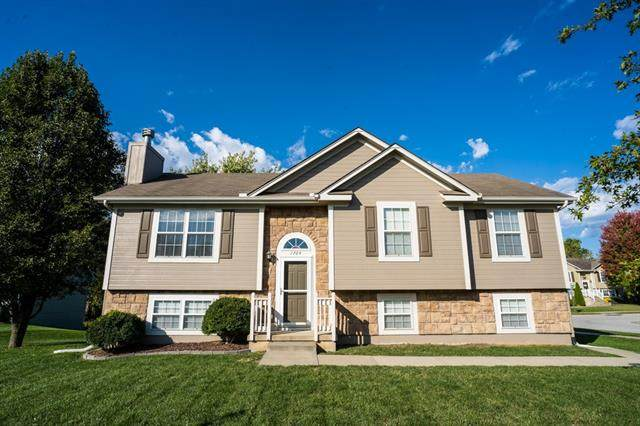 1704 NW Helen Court, Grain Valley, MO 64029 (#2351570) :: The Rucker Group