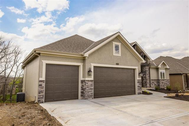 1010 Bridgeshire Drive, Raymore, MO 64083 (#2035046) :: Char MacCallum Real Estate Group