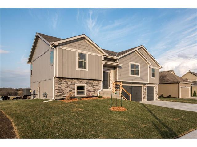 10800 Country Lane, Peculiar, MO 64078 (#2053829) :: The Shannon Lyon Group - Keller Williams Realty Partners