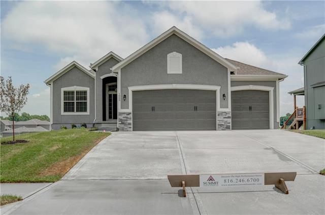 1009 NE Copperwood Drive, Lee's Summit, MO 64086 (#2060896) :: Char MacCallum Real Estate Group