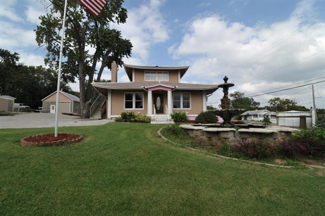 8702 W 49th Terrace, Merriam, KS 66203 (#2064919) :: The Shannon Lyon Group - Keller Williams Realty Partners