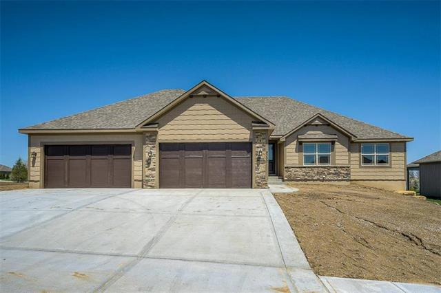 9300 SW Tsunami Court, Lee's Summit, MO 64064 (#2065419) :: Edie Waters Network