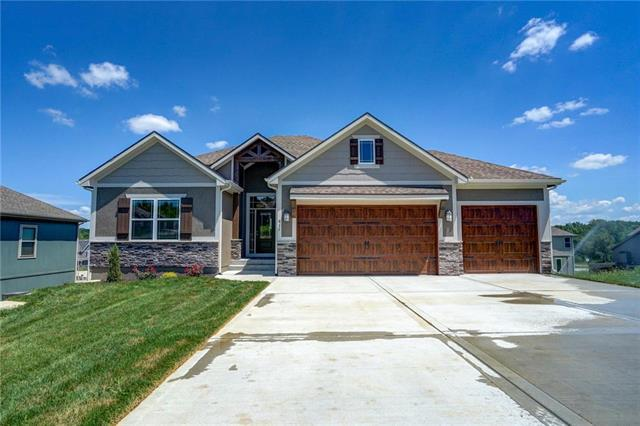 811 N Maple Court, Lone Jack, MO 64070 (#2080526) :: Eric Craig Real Estate Team