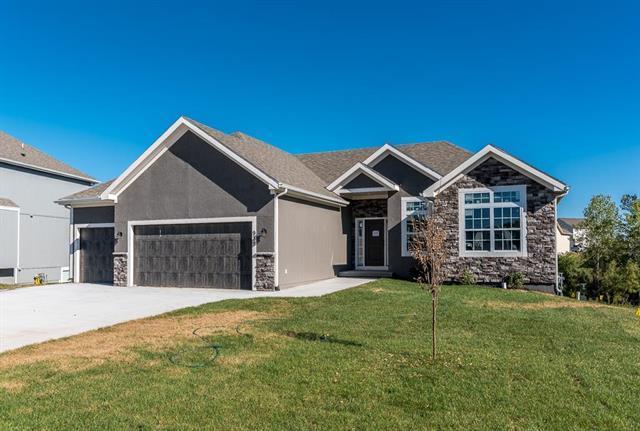 939 N Oak Terrace, Tonganoxie, KS 66086 (#2082730) :: No Borders Real Estate
