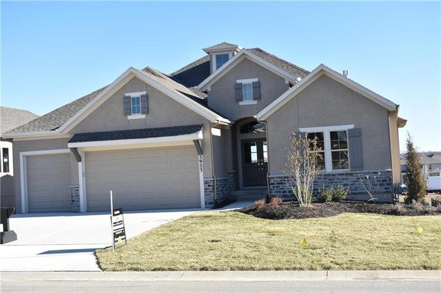 5923 Lakecrest Drive, Shawnee, KS 66218 (#2082941) :: No Borders Real Estate
