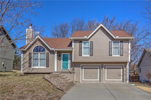 9818 NW 87th Terrace, Kansas City, MO 64153 (#2085014) :: Edie Waters Team
