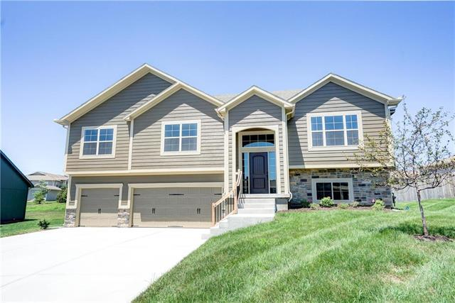 1210 Mission Drive, Raymore, MO 64083 (#2086002) :: Edie Waters Network