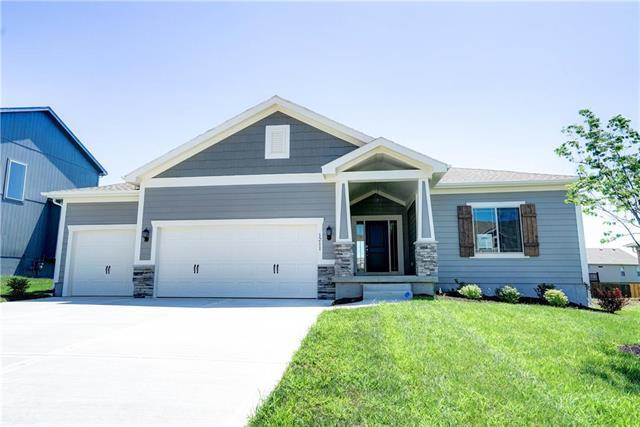 1211 Mission Drive, Raymore, MO 64083 (#2086021) :: Edie Waters Network