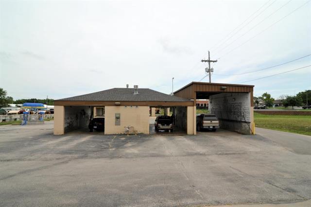 15271 Metcalf Avenue, Overland Park, KS 66223 (#2086787) :: Edie Waters Network