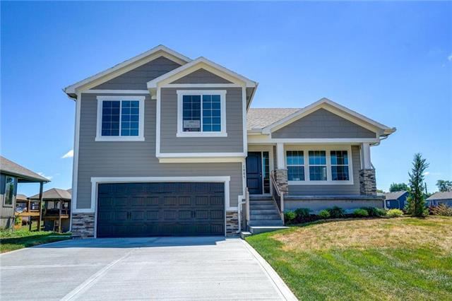 1005 SW Eagle Drive, Oak Grove, MO 64075 (#2087630) :: House of Couse Group