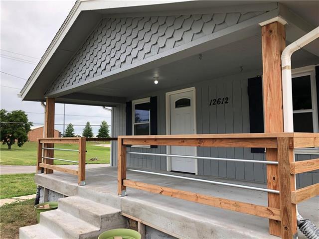 12612 3rd Street, Grandview, MO 64030 (#2091320) :: No Borders Real Estate