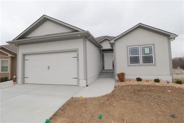 815 NE Sonora Valley Lane, Blue Springs, MO 64014 (#2091609) :: Edie Waters Network