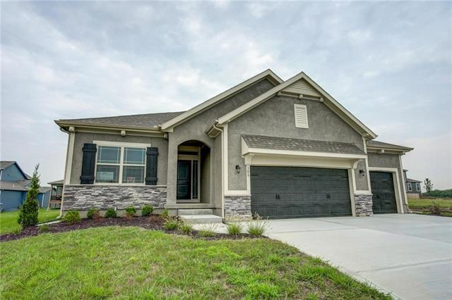 105 SE Griffin Street, Blue Springs, MO 64064 (#2093914) :: Char MacCallum Real Estate Group