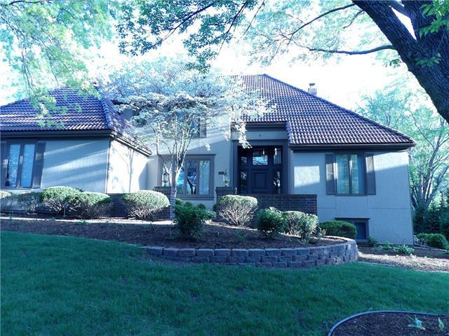2553 W 118th Terrace, Leawood, KS 66211 (#2094087) :: Char MacCallum Real Estate Group
