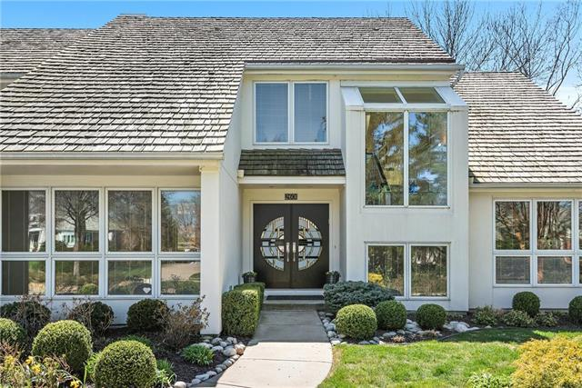 2601 W 118th Street, Leawood, KS 66211 (#2096336) :: Char MacCallum Real Estate Group