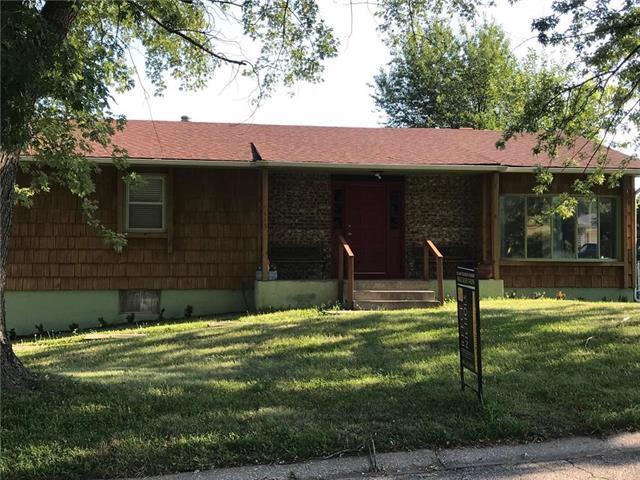 115 Larkin Drive, Warrensburg, MO 64093 (#2101969) :: Edie Waters Network