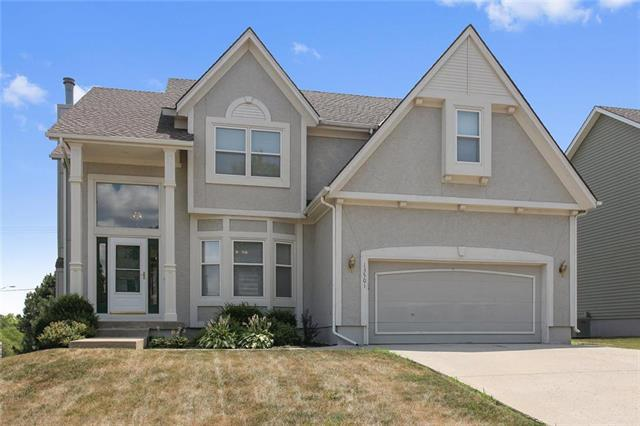 13501 W 115th Street, Olathe, KS 66062 (#2102460) :: Edie Waters Network