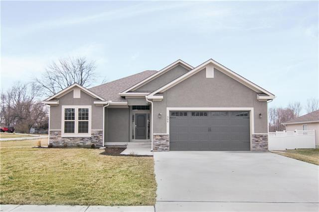 300 E Olive Street, Raymore, MO 64083 (#2103314) :: Edie Waters Network