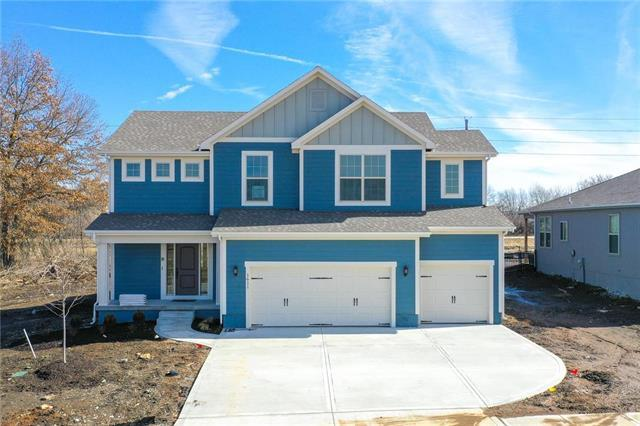 1611 Grandshire Drive, Raymore, MO 64083 (#2103610) :: House of Couse Group
