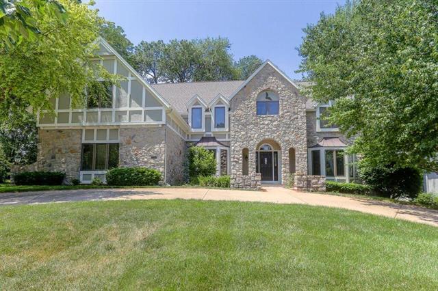 12516 Barton Street, Overland Park, KS 66213 (#2109361) :: Char MacCallum Real Estate Group