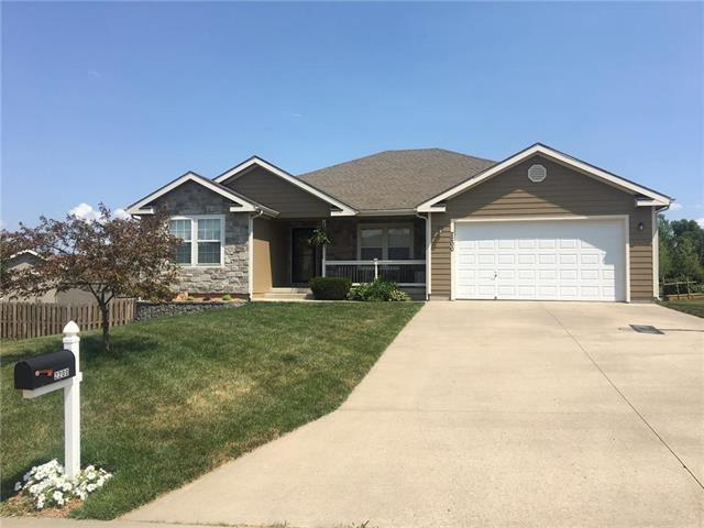 2200 Valley View Drive, Tonganoxie, KS 66086 (#2113185) :: The Shannon Lyon Group - ReeceNichols