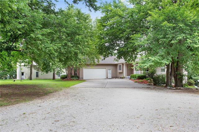 16009 Knorpp Road, Pleasant Hill, MO 64080 (#2113903) :: Edie Waters Network