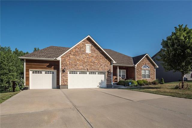 1203 Ridge Tree Lane, Pleasant Hill, MO 64080 (#2115729) :: Char MacCallum Real Estate Group