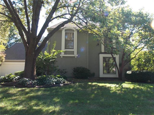 10752 Walmer Street, Overland Park, KS 66211 (#2116277) :: Edie Waters Network