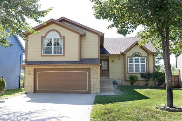 1017 N Parker Terrace, Olathe, KS 66061 (#2117745) :: Edie Waters Network
