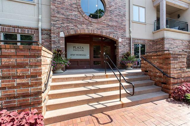 4949 Wornall Road #109, Kansas City, MO 64112 (#2118092) :: Edie Waters Network