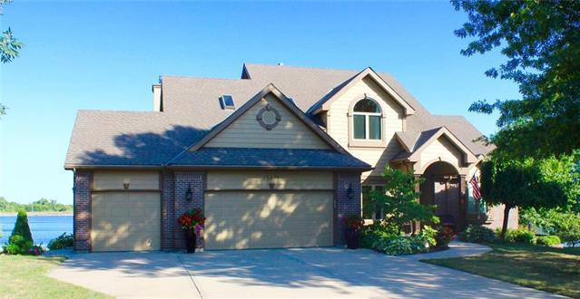 15671 Cedar Lane, Basehor, KS 66007 (#2119944) :: Edie Waters Network
