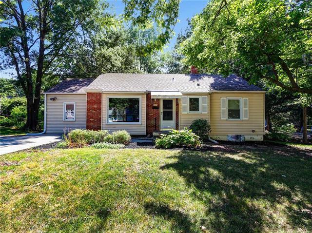 5017 N Garfield Avenue, Kansas City, MO 64118 (#2119967) :: Edie Waters Network