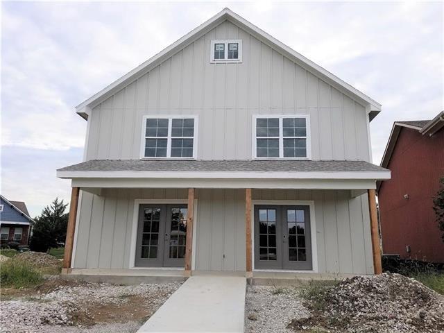 1017 SW Arborway Drive, Lee's Summit, MO 64082 (#2120058) :: Char MacCallum Real Estate Group
